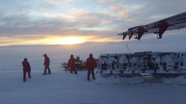 Tapi Tim Nutbeam melanjutkan perjalanan itu. Korban adalah insinyur British Antarctic Survey dan menderita pendarahan di Stasiun Penelitian Halley (BBC Future/Tim Nutbeam)