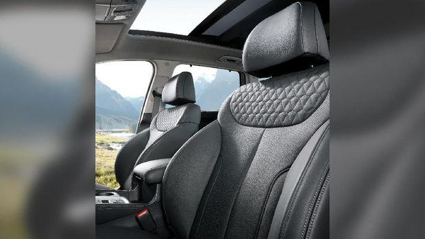 Interior The Grand Santa Fe paling mewah di antara SUV Hyundai lain.