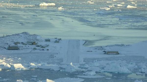 Misi penyelamatan itu di awal musim dingin ketika Antartika dalam kegelapan total, dingin ekstrem dan angin kencang. Tidak ada penerbangan terjadwal selama 6 bulan musim dingin (BBC Future/Tim Nutbeam)