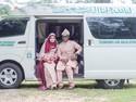 Unik, Pasangan Ini Foto Prewedding di Mobil Jenazah