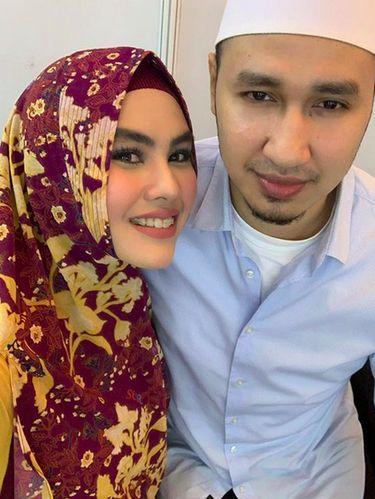 Kartika Putri dan suami.