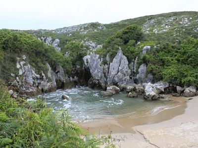 Pantai Aneh Tanpa Pemandangan Laut