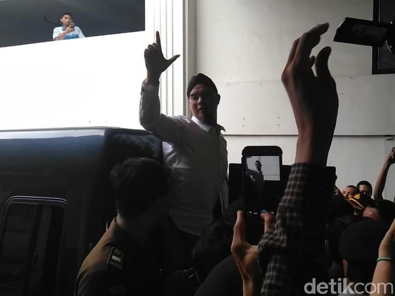 Tiba di Pengadilan, Dhani: Yo Opo Rek Nggak Back Light