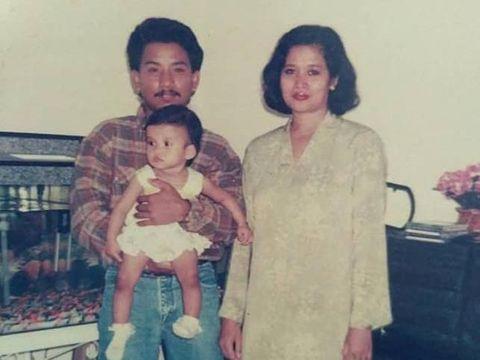 Noor bersama kedua orangtuanya waktu kecil