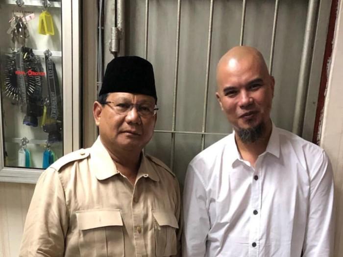 Capres Prabowo Subianto saat menjenguk Ahmad Dhani yang ditahan. (Foto: Instagram Prabowo)