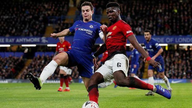 Paul Pogba mencetak satu gol saat melawan Chelsea.