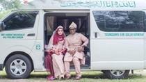 Viral Foto Pernikahan Pasangan dengan Latar Mobil Jenazah, Ini Alasannya