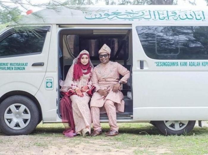Foto pernikahan di mobil jenazah. Foto: Facebook