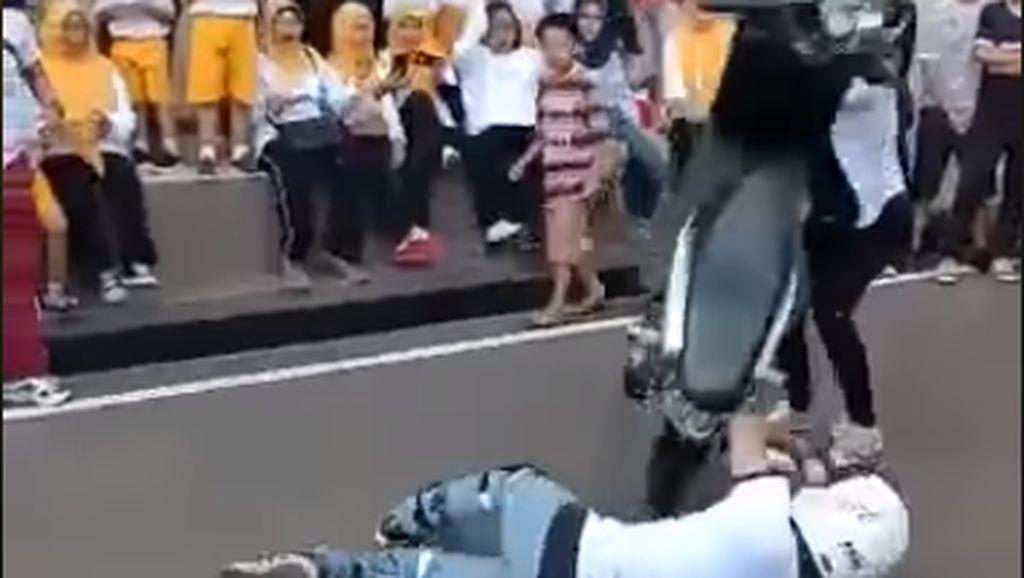 Viral Freestyler Gagal, Niat Kiss Stoppie Malah Jungkir Balik