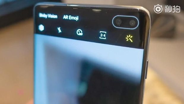Kamera selfie di dalam layar