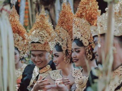 Royal wedding yang digelar pemilik toko oleh-oleh Krisna Bali.