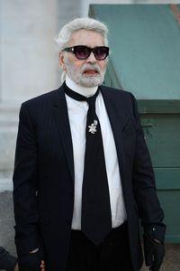 Karl Lagerfeld, perancang yang proprostitusi