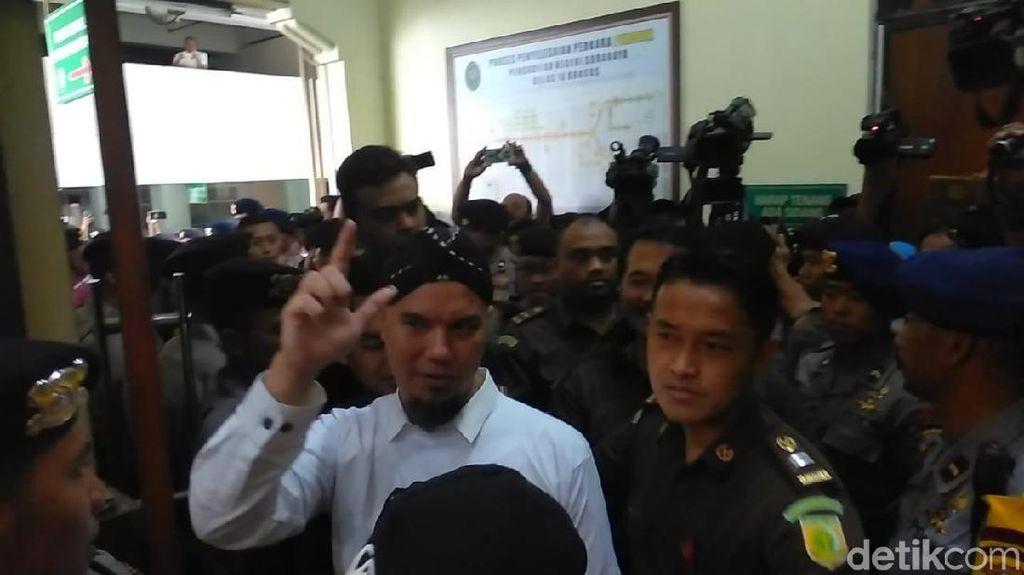 Menolak Komentar, Ahmad Dhani Ngaku Dilarang Polisi