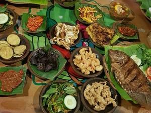Melahap 5 Porsi Nasi dan Lauk Ala Raja Badok