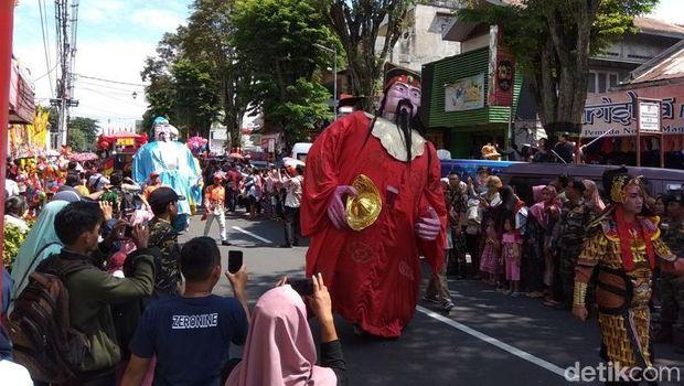 Rayakan Cap Go Meh, Umat Tri Dharma Magelang Doakan Pemilu Aman