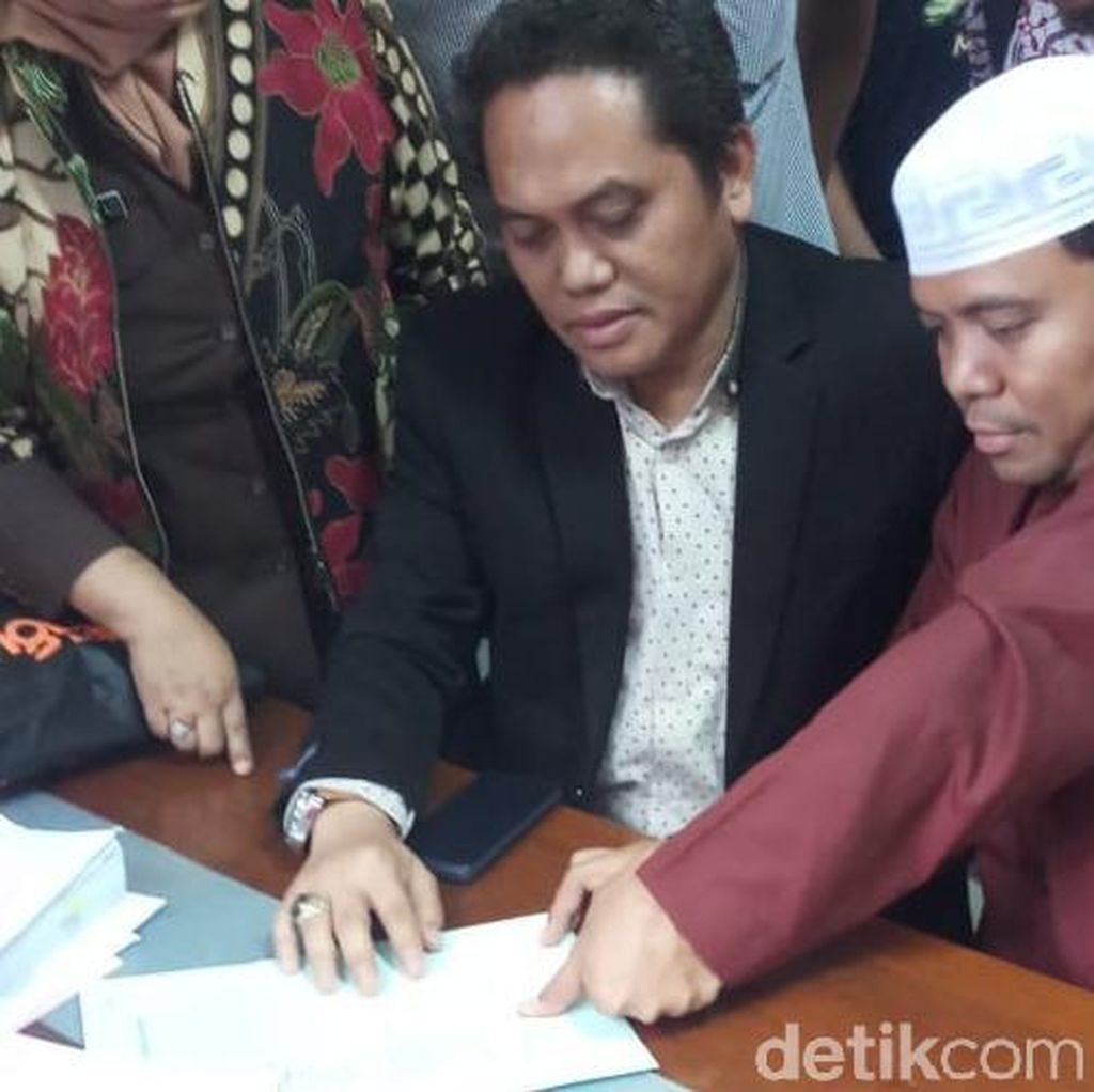 Polisi Limpahkan Gus Nur dan Barang Bukti ke Kejati Jatim