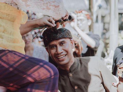 Ajik Cok, pemilik toko oleh-oleh Krisna Bali.