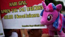 Unik, Begini Penampakan Aksi Save Unicorn di Monas