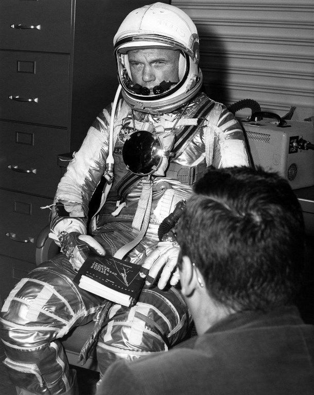AS, yang saat ituterlibatperlombaan antariksa dengan Uni Soviet, resmi memiliki astronot pertama yang bisa mengorbit Bumi ketika John Glenn melakukannya pada 20 Februari 1962. (Foto: NASA/AFP)