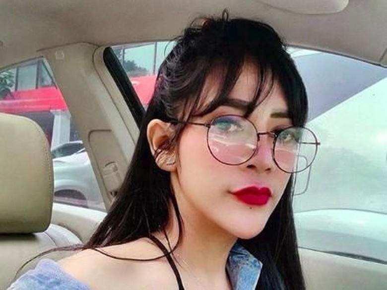 Bantah Jadi Selingkuhan, Vernita Titip Salam Buat Richie Five Minutes