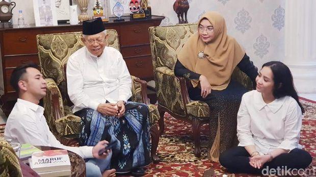 Raffi Ahmad dan Nagita Slavina berbincang dengan cawapres Ma'ruf Amin.