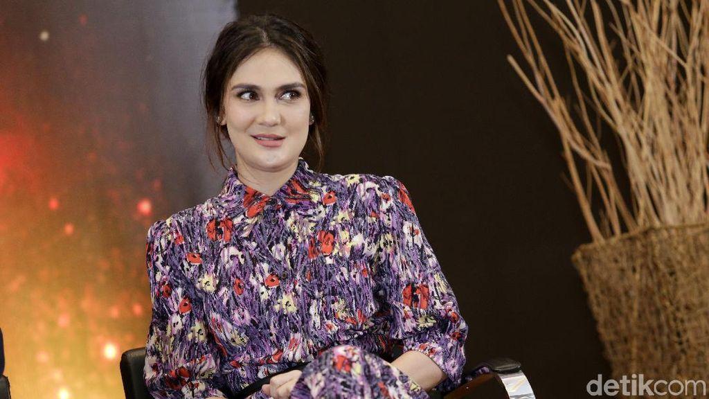Puisi Menyayat Hati Luna Maya Jelang Kabar Pernikahan Reino-Syahrini