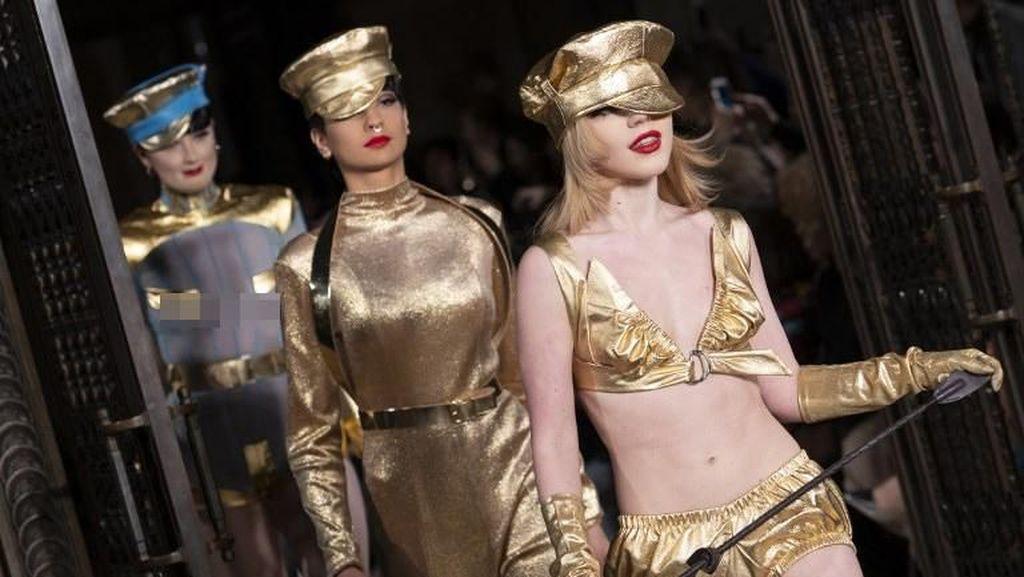 Fashion Show Ini Jadi Sensasi, Tampilkan Model dengan Bulu Kemaluan Palsu