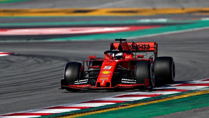 Sebastian Vettel jadi pebalap tercepat pada hari pertama tes pramusim F1 di Barcelona (Foto: Dan Istitene/Getty Images)
