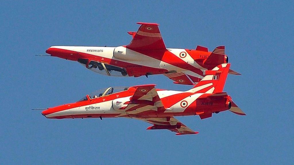 Video Dua Pesawat Akrobatik India Tabrakan, 1 Pilot Tewas