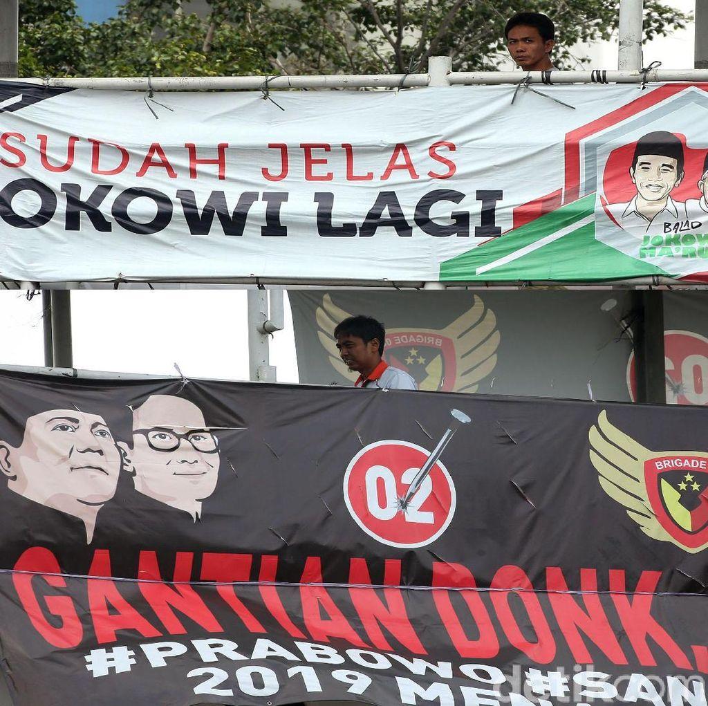 Jokowi-Prabowo Saling Balas Lewat Spanduk