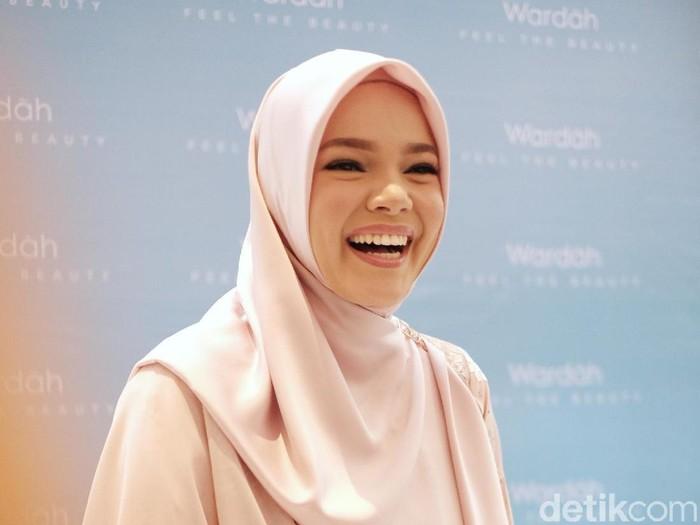 Dewi Sandra saat ditemui di kawasan Sudirman.