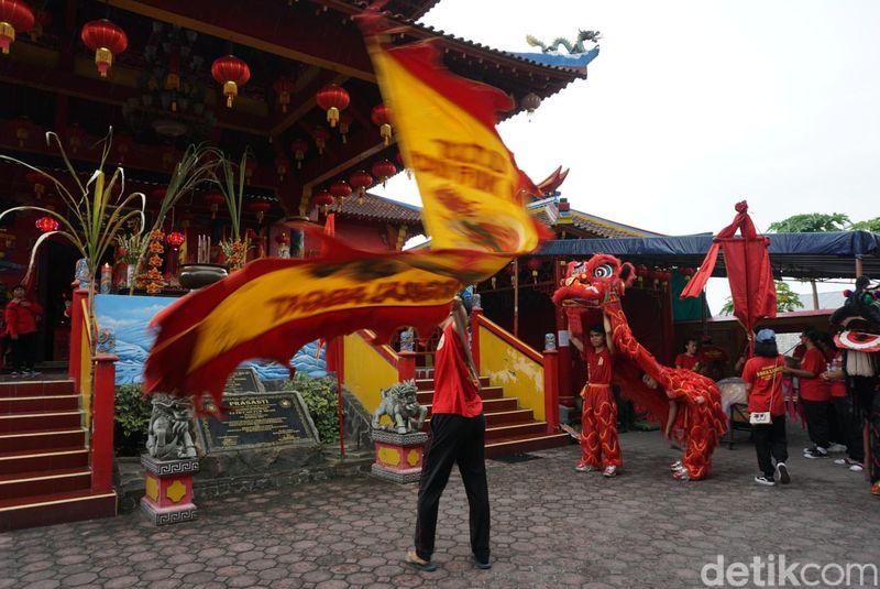Perayaan Cap Go Meh di Tempat Ibadat Teidharma (TITD) atau Kongco Cao Fuk Miao, Denpasar, Bali berlangsung meriah. Ada atraksi barongsai dan musik tabuhan Bali atau Baleganjur