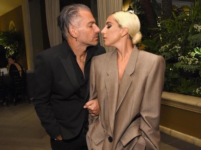 Lady Gaga dan mantan tunangannya, Christian Carino (Foto: Michael Kovac/Getty Images for ELLE Magazine)
