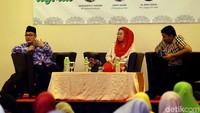 Selain Yenny Wahid, hadir pula Pengurus Pusat Muhamadiyah, Hajriyanto Y. Thohari dan Plt. Sekjen PP DMI, M Arief Rosyid sebagai pembicara dalam diskusi yang bertema Hijrah Menuju Indonesia Maju.