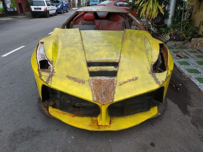 Ferrari Karatan Ternyata Cuma Replika
