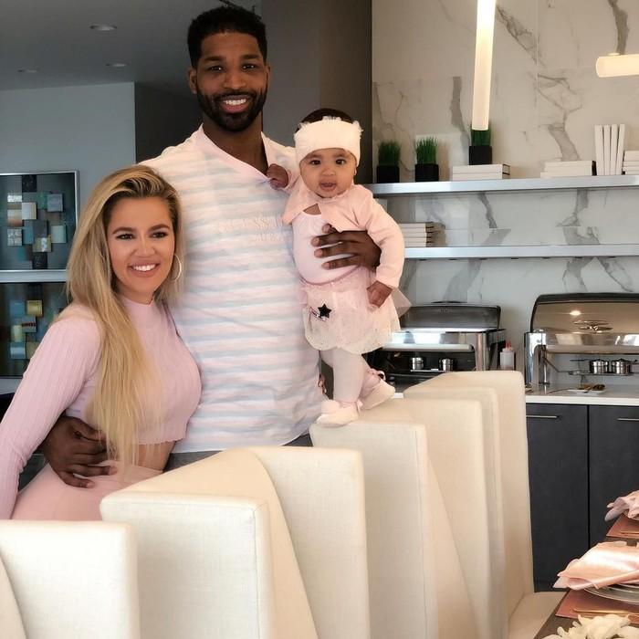 Pebasket NBA itu lahir di Toronto pada 13 Maret 1991. Ia menjalin hubungan dengan Khloe hingga memiliki seorang buah hati. Foto: Instagram realtristan13