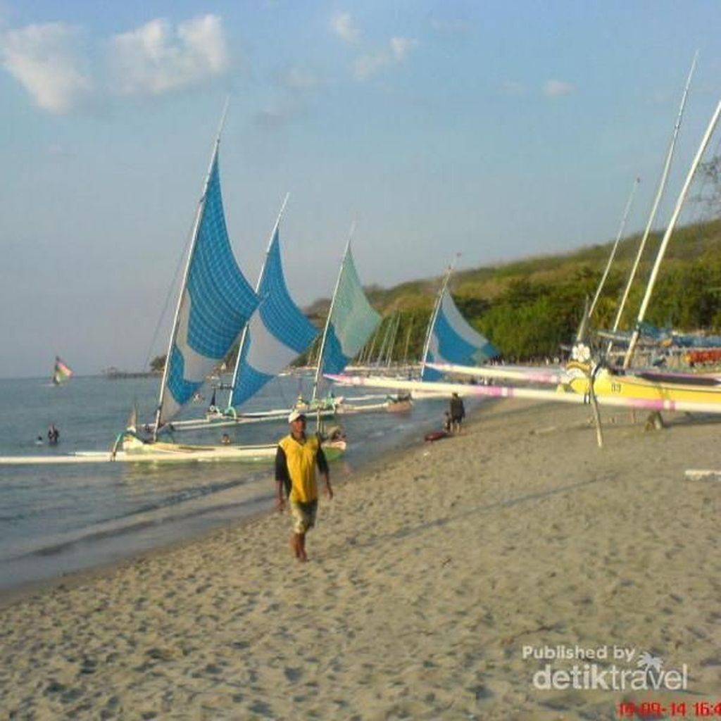 Pantai Pasir Putih Situbondo yang Disebut Sandiaga Tak Kalah dengan Monako