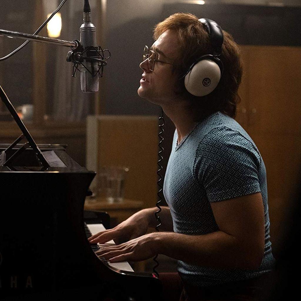 Lihat Taron Egerton Menjelma Sebagai Elton John di Rocketman