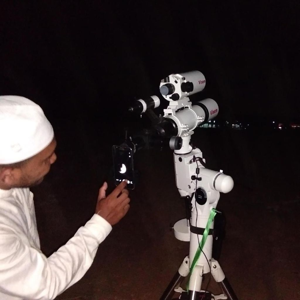 Warga Lhokseumawe Aceh Ramai-ramai Tonton Fenomena Super Snow Moon