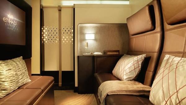 Di rute Abu Dhabi-London oleh Etihad Airways dengan armada A380 memiliki fasilitas The Residence. Yakni kabin suite dengan tiga kamar megah, ruang tamu, kamar tidur terpisah dan kamar mandi (CNN Travel)