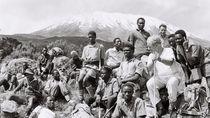 Potret 7 Orang Buta Daki Gunung Kilimanjaro