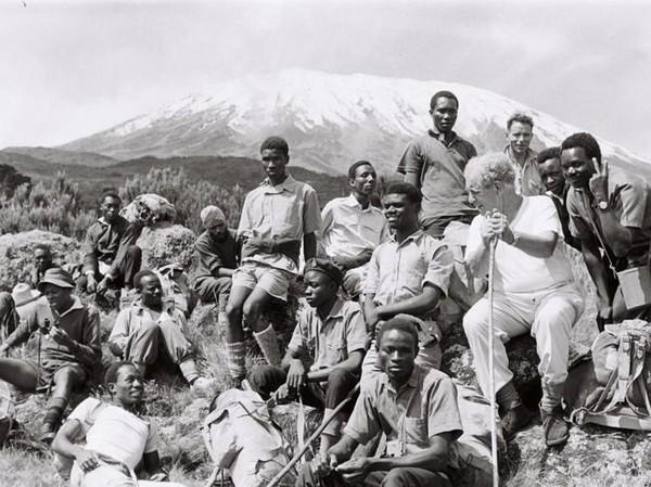 Gunung ini memiliki tinggi 5.885 mdpl atau puncak keempat dalam Seven Summits dunia. Ekspedisi ini digagas John Wilson, pendiri amal Sightsavers (Paul Latham/Sightsavers/BBC)