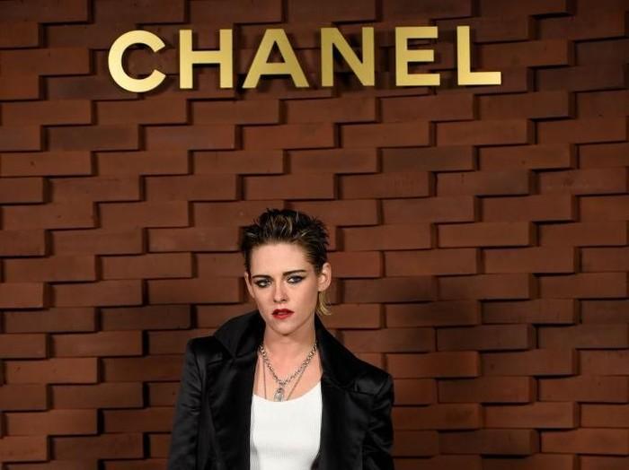 Kristen Stewart Tampil Tanpa Alis. Foto: Getty Images