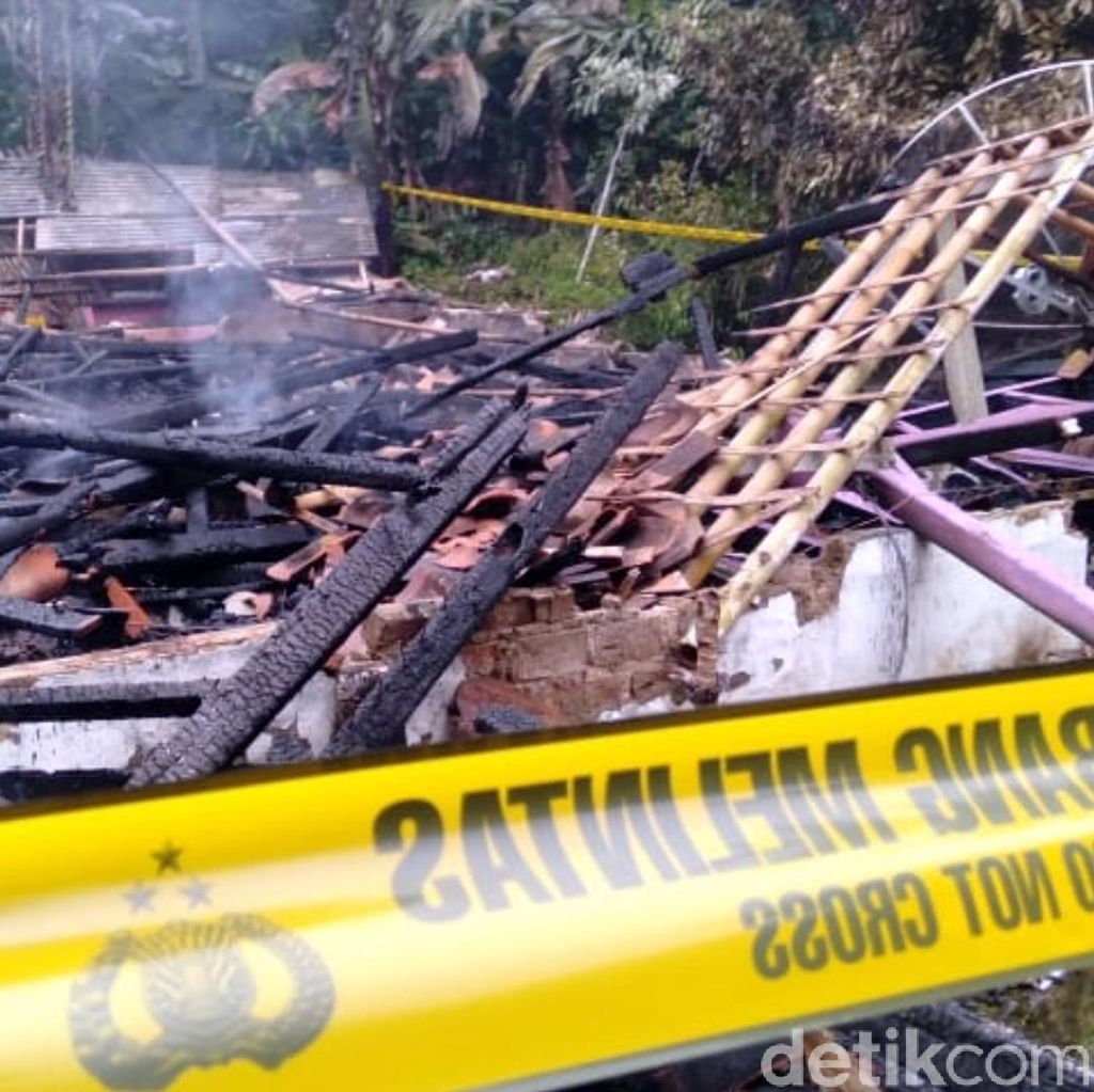 Barang Bukti Bunuh Diri Hangus, Polisi Visum Jasad Sekeluarga di Sukabumi