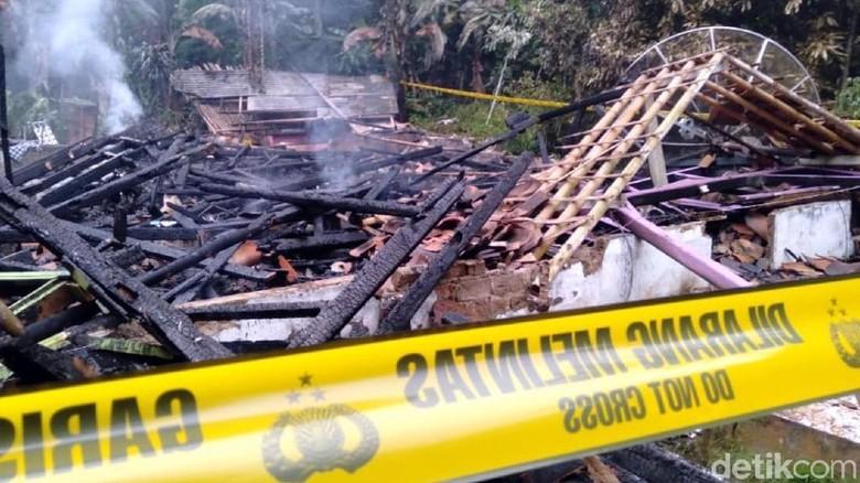 Satu Keluarga Hangus Terbakar di Sukabumi, Ada Dugaan Bunuh Diri