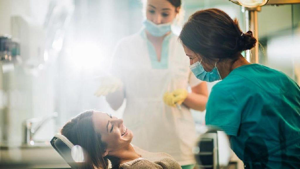 Tren Pasang Veneer Abal-abal di Salon Gigi, Murah Tapi Mematikan