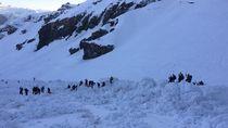 Puluhan Orang Terjebak Akibat Longsor Salju di Swiss