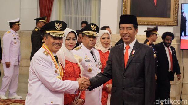 Jokowi Lantik Syamsuar-Edy Jadi Gubernur-Wagub Riau