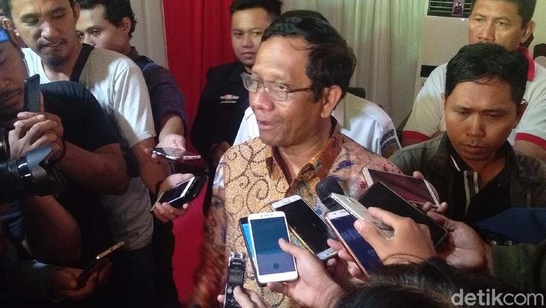 Andi Arief Ancam Seret ke Jalur Hukum, Mahfud Md Tertawa