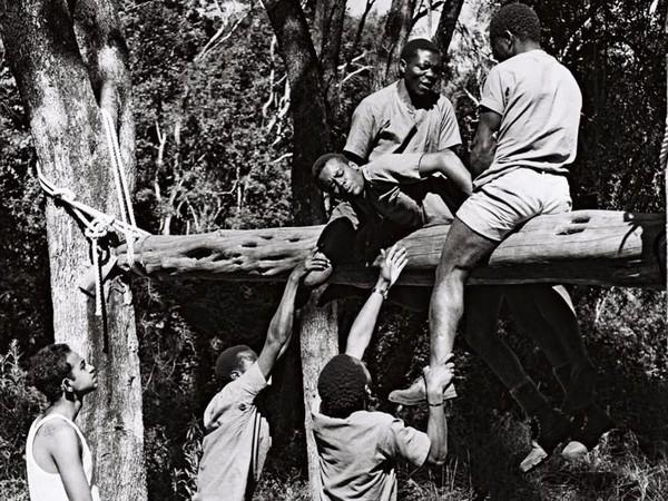 Mereka dilatih 2 minggu yang meliputi panjat tali, berkemah saat malam dan menguasai penggunaan peralatan gunung (Paul Latham/Sightsavers/BBC)